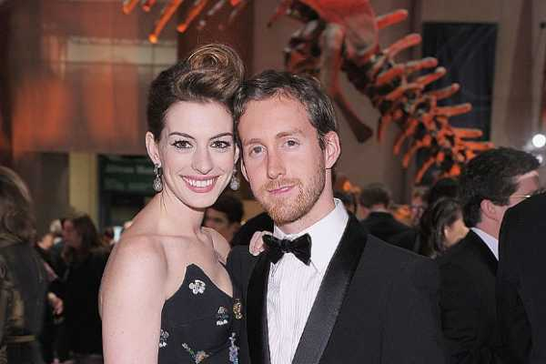 Anne Hathaway and Adam Shulman celebrities who married their fans