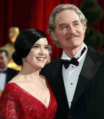 Phoebe Cates, wife of Kevin Kline Famous Women Who Married Much Older Men
