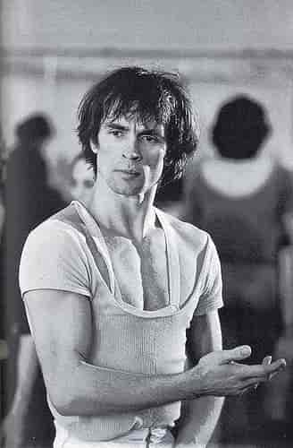 Rudolf Nureyev sexiest dancers of all time-min