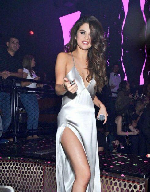 Selena Gomez Celebrities who don't wear underwear