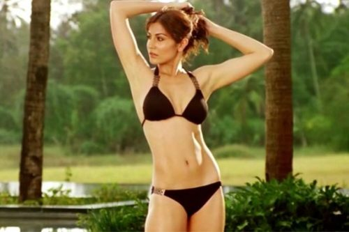 anushka sharma bollywood actresses in bikini