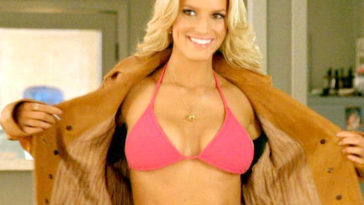 "Jessica Simpson ""The Dukes of Hazard"" (2005) bikini moments"