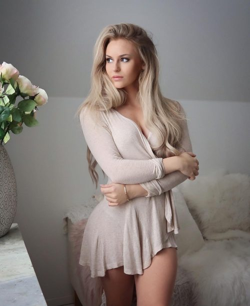 Annanystrom hottest girls to follow on Instagram