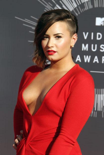 Demi Lovato (334)
