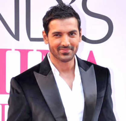 Top 10 Hottest Actors In Bollywood