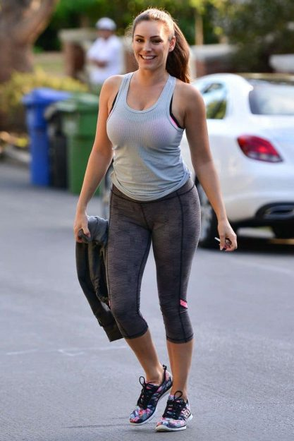 Kelly Brook Hot Celebrity pics in Yoga Pants