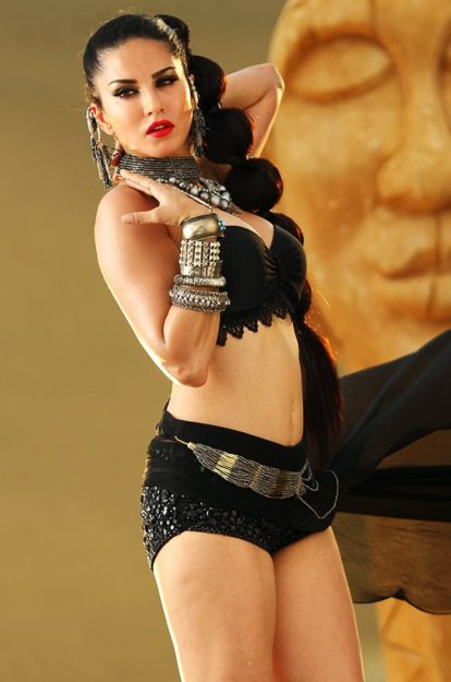 Half Nude Sunny Leone Photos (10)