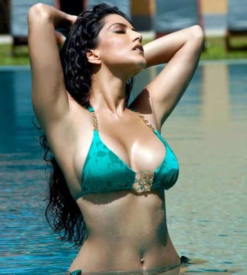 Half Nude Sunny Leone Photos (12)
