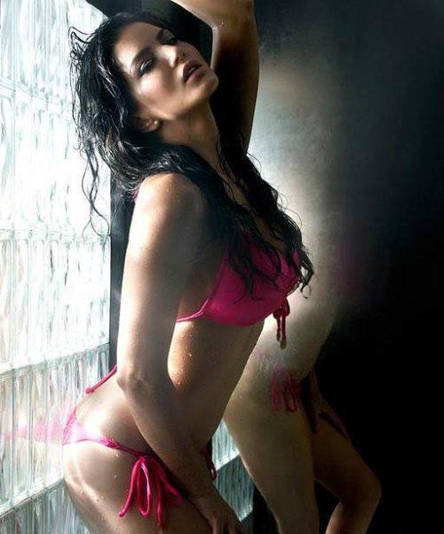 Half Nude Sunny Leone Photos (18)