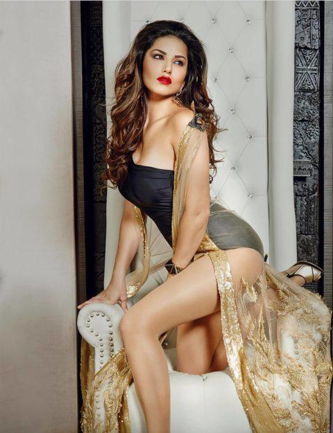 Half Nude Sunny Leone Photos (19)