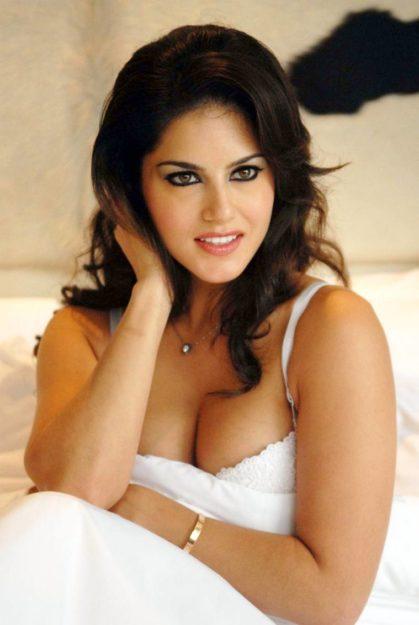 Half Nude Sunny Leone Photos (28)