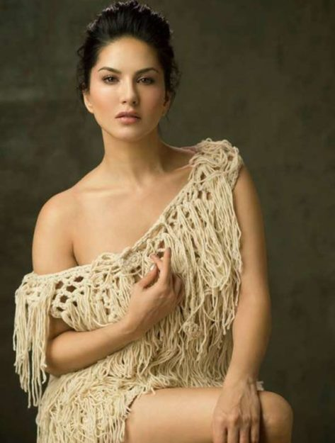 47 Sexiest Half Nude Sunny Leone Photos Of All Time  Dont Miss Out-9740