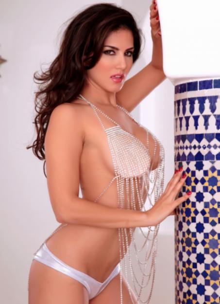 Half Nude Sunny Leone Photos (32)