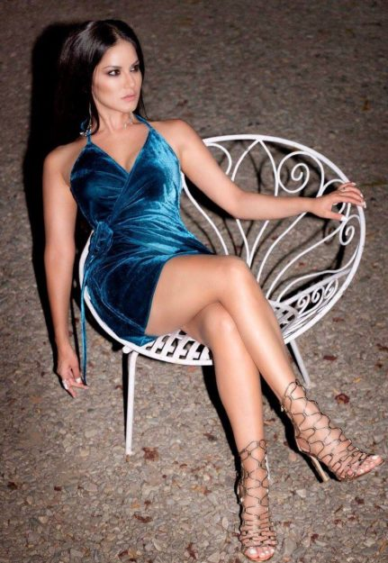 Half Nude Sunny Leone Photos (40)