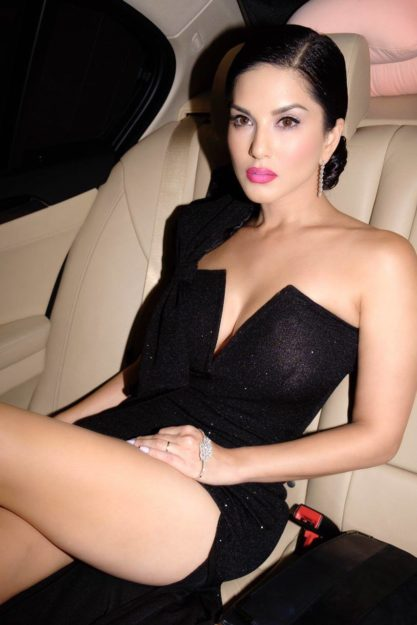 Half Nude Sunny Leone Photos (43)