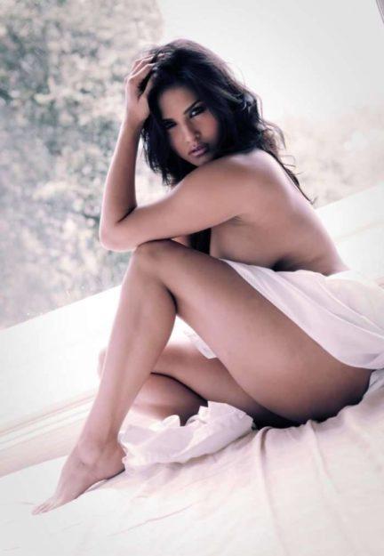Half Nude Sunny Leone Photos (6)