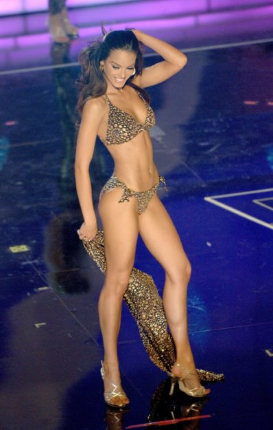 half nude Zuleyka Rivera photos (5)