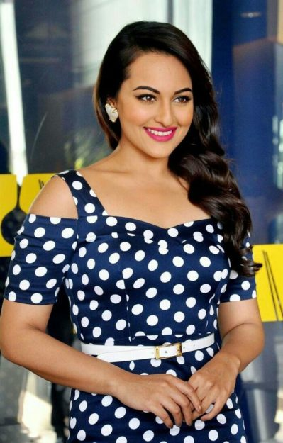 Half Nude Sonakshi Sinha Photos  You Must See-5150