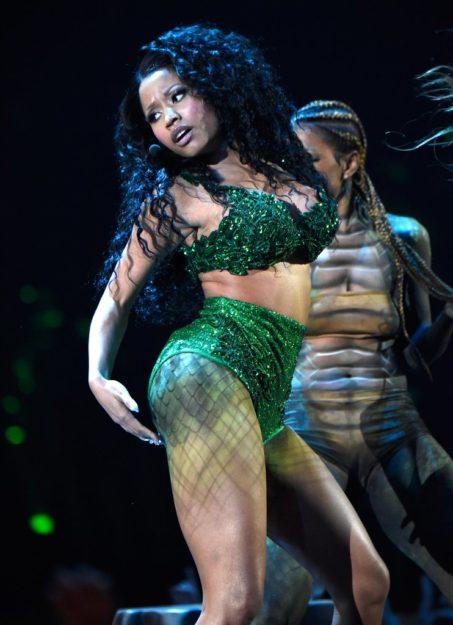 Nicki Minaj Exquisitely hot Bikini (6)