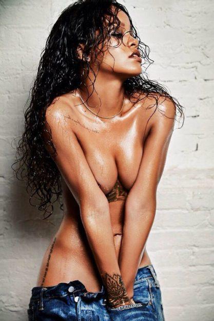 41 Rihanna Hot Half-Nude Photos (1)