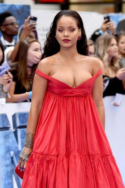 41 Rihanna Hot Half-Nude Photos (14)