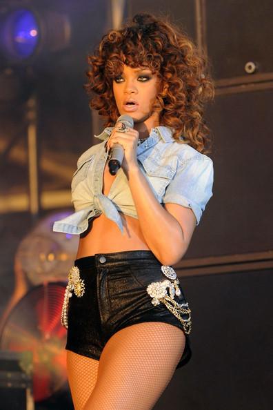 41 Rihanna Hot Half-Nude Photos (16)
