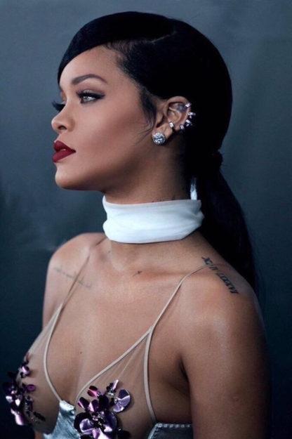 41 Rihanna Hot Half-Nude Photos (19)
