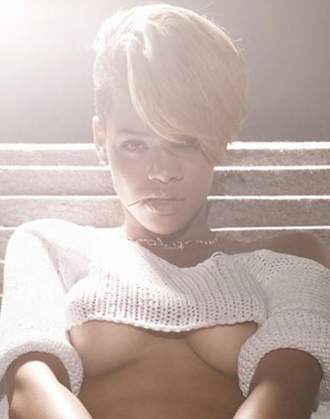 41 Rihanna Hot Half-Nude Photos (22)
