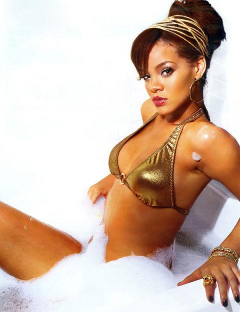 41 Rihanna Hot Half-Nude Photos (26)