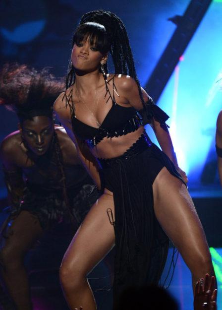 41 Rihanna Hot Half-Nude Photos (33)
