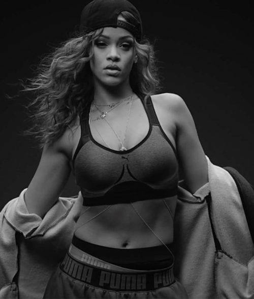 41 Rihanna Hot Half-Nude Photos (36)
