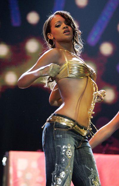 41 Rihanna Hot Half-Nude Photos (4)