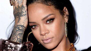 Rihanna Hot Half-Nude Photos